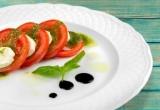 Accords mets & vins - Salade de tomates à la mozzarella, pesto express